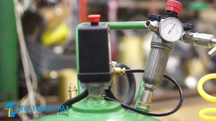 Các bộ phận tham gia điều chỉnh áp suất máy nén khí