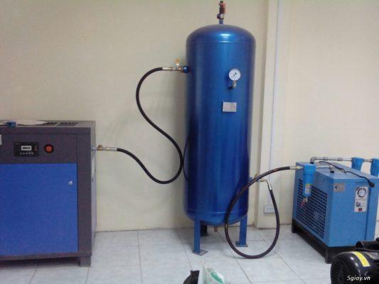 bình chứa khí và máy nén khí