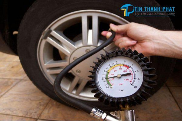 7 ứng dụng máy nén khí bơm bánh xe ô tô